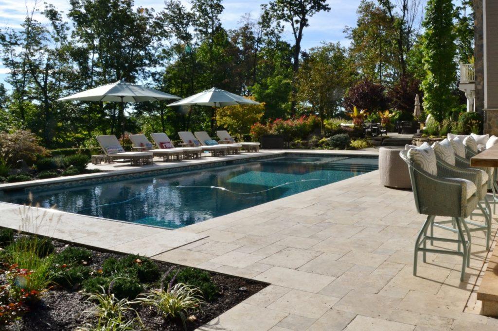 naturstein f r au en whirlpools beckenrandsteine pools. Black Bedroom Furniture Sets. Home Design Ideas