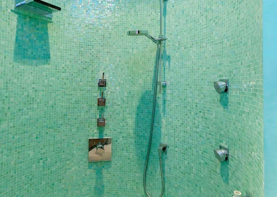 badezimmer badezimmer fliesen wei matt glasmosaik oder glasfliesen fr bad kche und boden