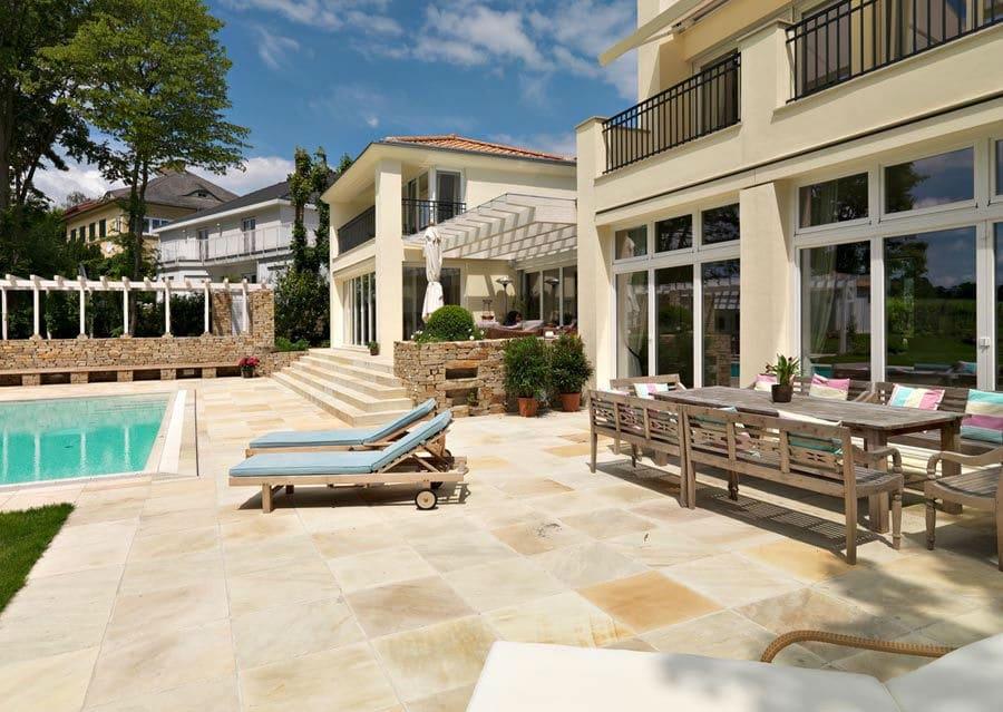 sitzen im garten und terrasse mit naturstein von schubert stone. Black Bedroom Furniture Sets. Home Design Ideas