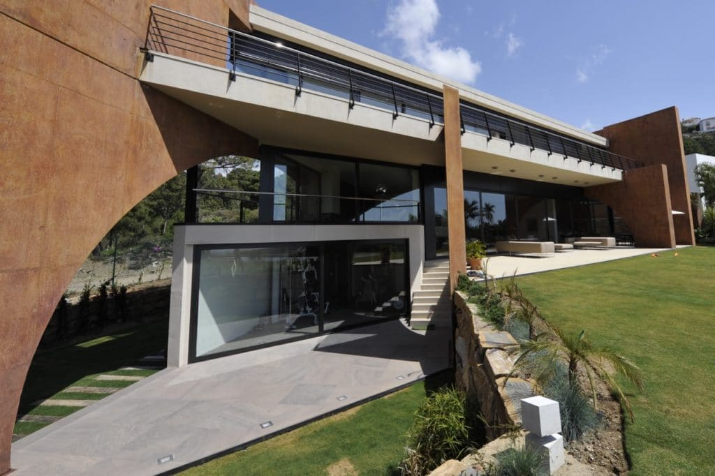 Modernes luxushaus in marbella referenzprojekt schubert for Modernes redstone haus